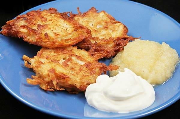 potato latkes with greek yogurt and applesauce