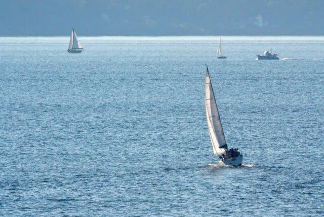 taking a sailing vacation