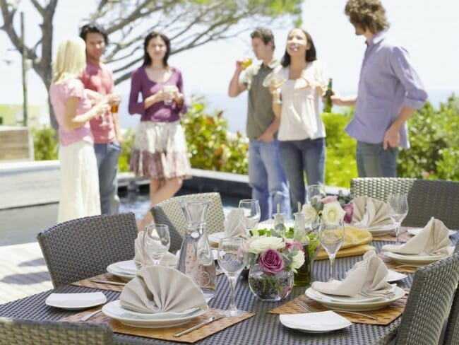who to invite when hosting a dinner party
