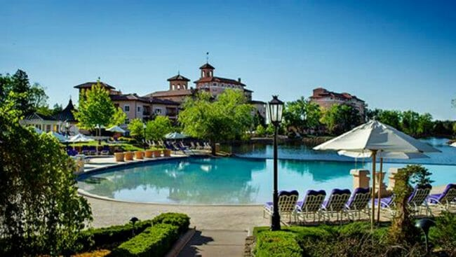does the broadmoor have nice pools
