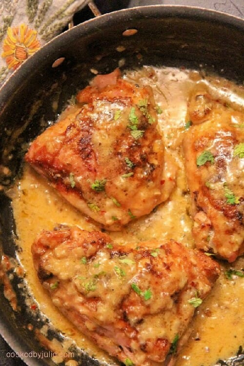 what are some flavorful chicken recipes like smothered thighs